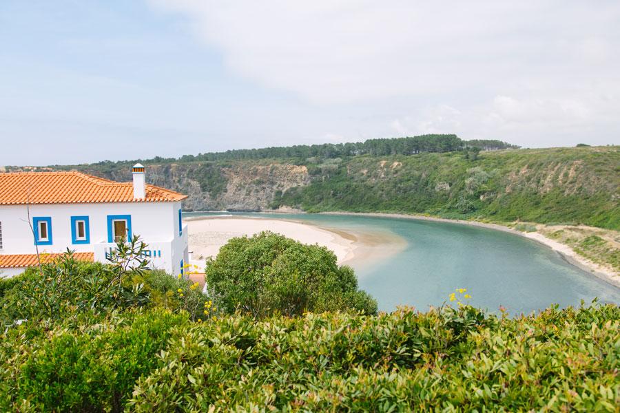 Blick-auf-Praia-de-Odeceixe-in-Portugal