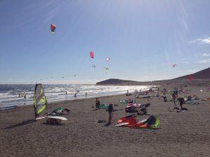 Kitesurfer am Strand von El Medano