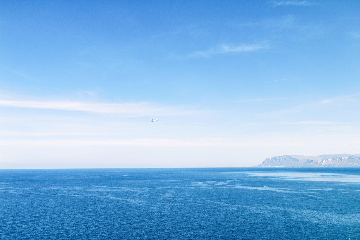 Weiter Blick aufs Meer von Sizilien